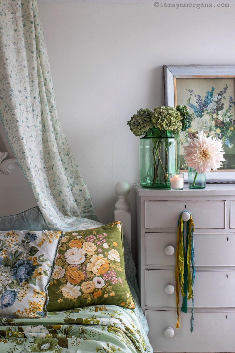 Floral shabby chic bedroom style
