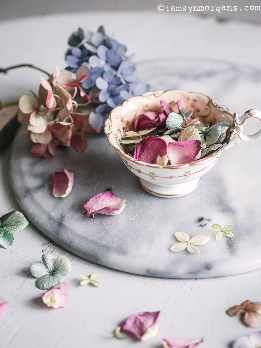 Pretty vintage teacup and flowers