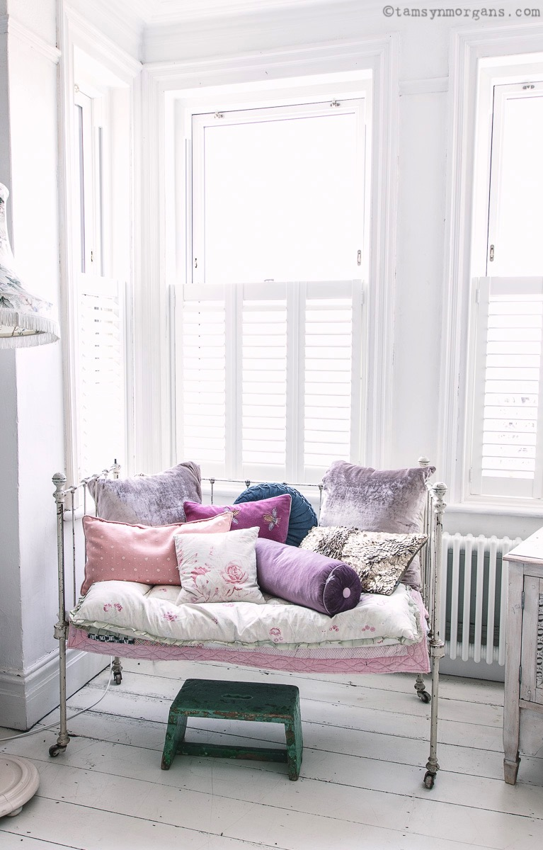vintage daybed with cushions