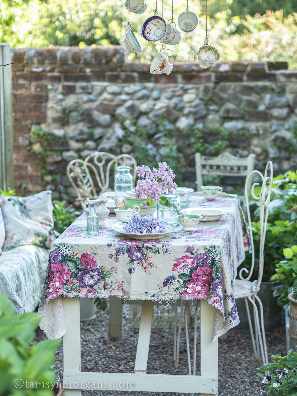 Alfesco picnic table