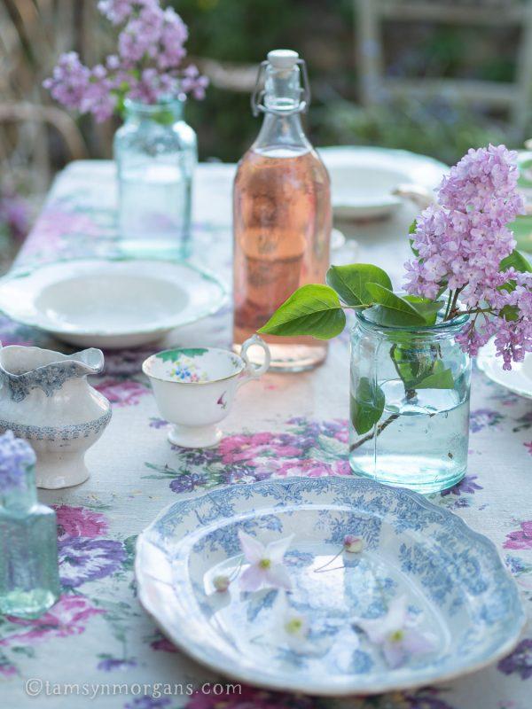 Alfresco vintage picnic table